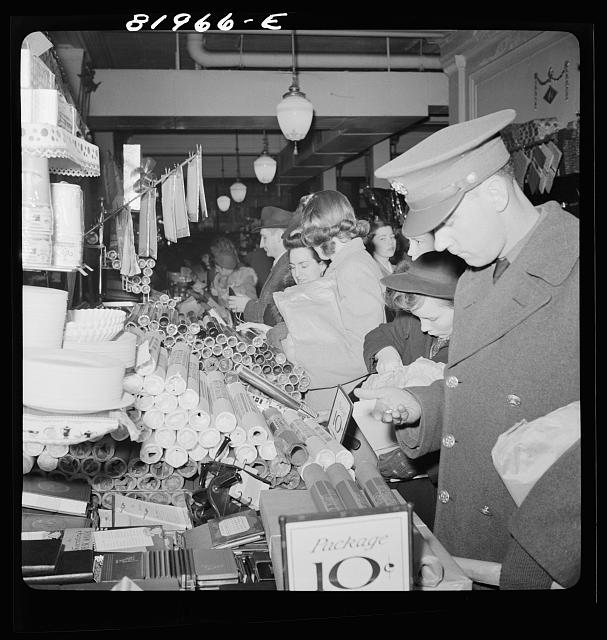 Wash xmas shopping Woolworths 1941