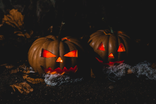 Vecteezy_two-jack-o-lantern-lamps_1229664